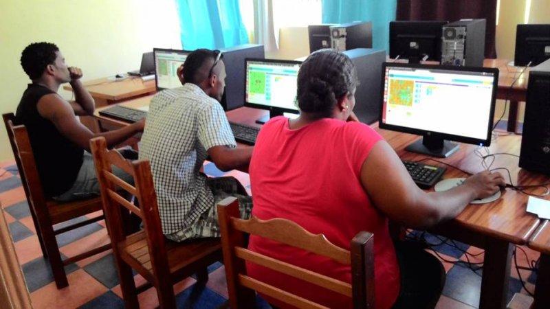 Formación de monitores locales aula Integranet 2015 (2)