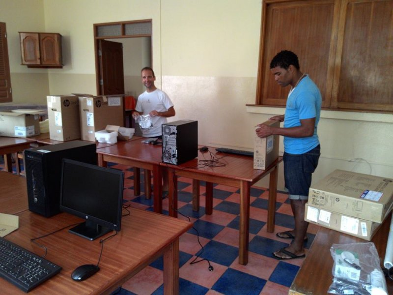 Montaje y prepapación equipos del aula Integranet 2015 (17)