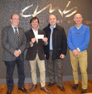 firma-entrega-cheque-concurso-proyecto-cmb-7