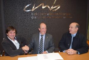 firma-entrega-cheque-concurso-proyecto-cmb-5