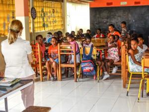 formación sobe prácticas de higiene sexual a los niños, niñas y jóvenes del Centro3