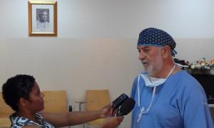 El Dr. Elisardo Bilbao atiende a la RTCV en Cabo Verde