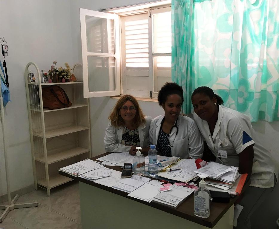 Dra. Olga Gonzalez y las colegas de la Delgacía de Saude de Sal