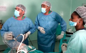 Artroscopia en Sal, Dres. Velasco y Rodrigues. Enfermera Meneses