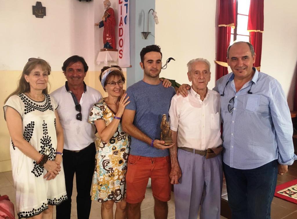 La familia de Pérdigo con la amatxu de Begoña en Sal -