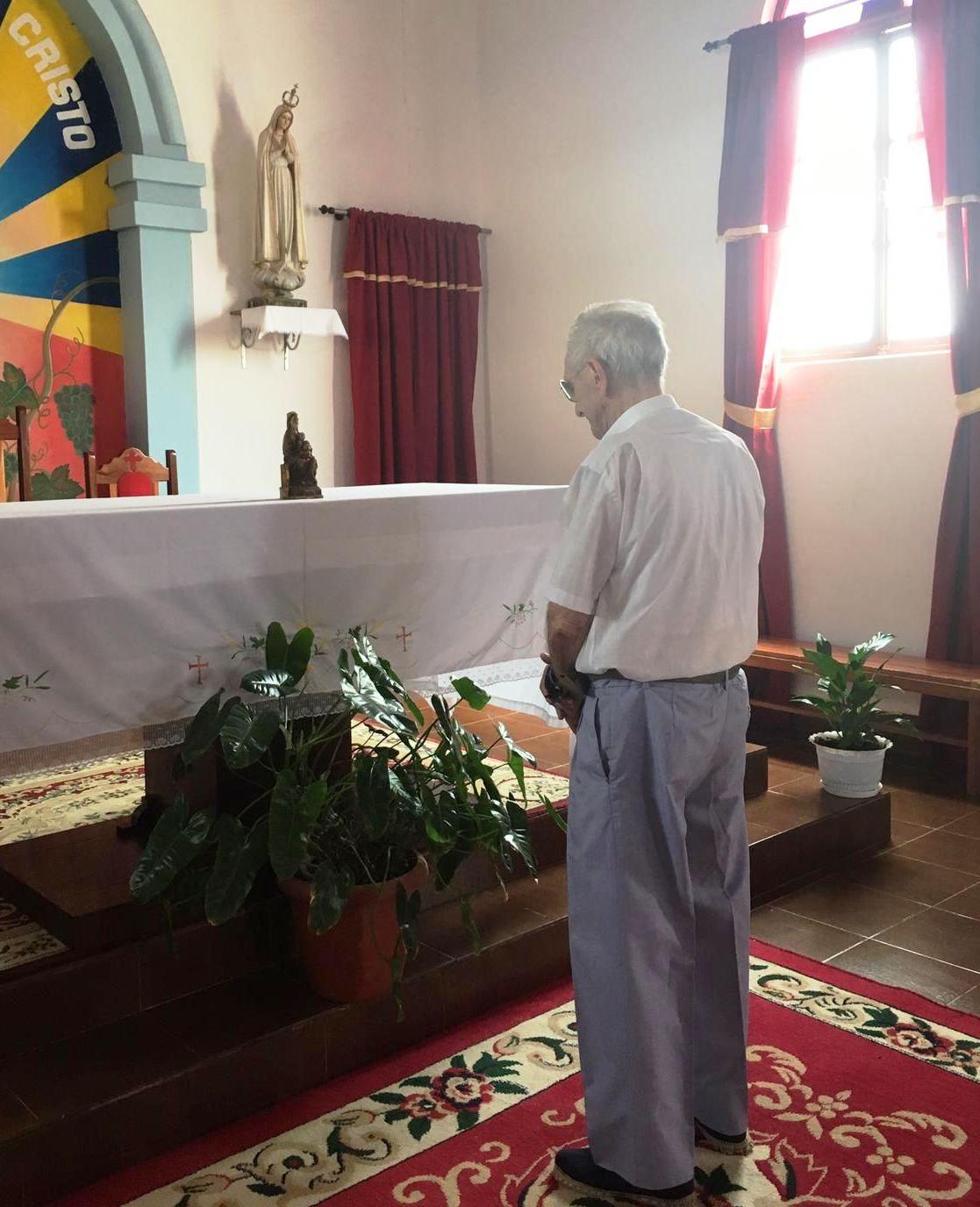 Modesto de Pérdigo en la iglesia de Espargos, isla de Sal